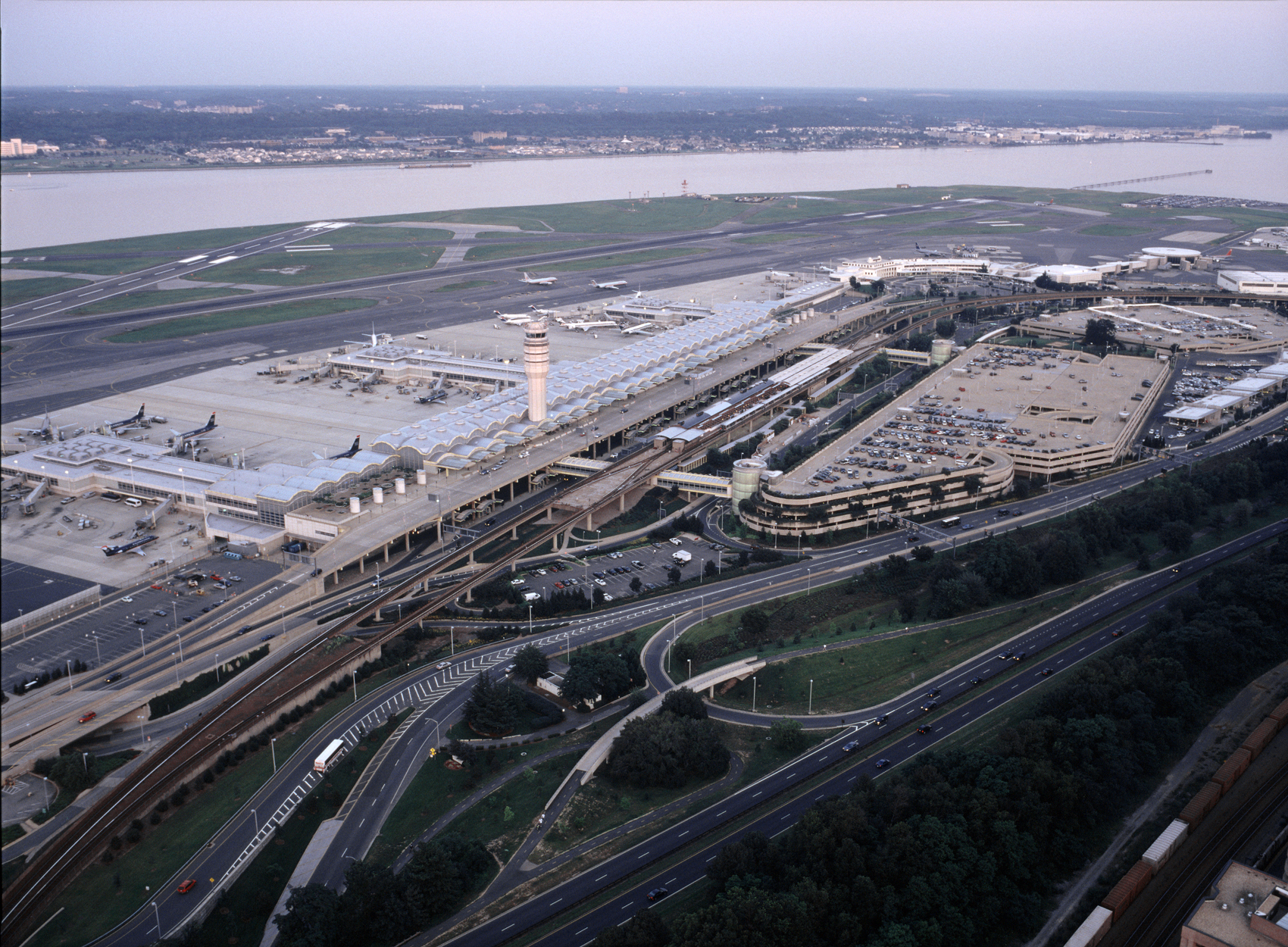 Washington Dulles International Airport - aviation parking deck design